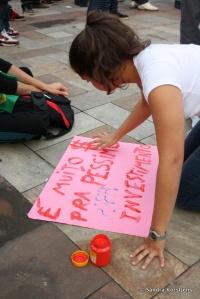 'Veel geld voor verschrikkelijke investeringen', vingerverft dit meisje