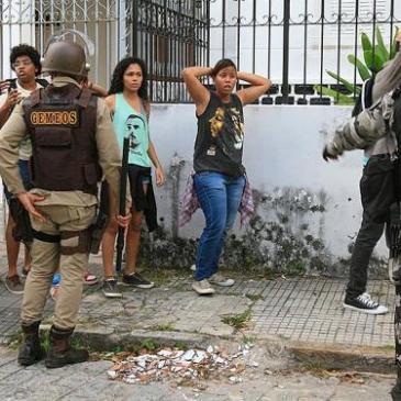 Gearresteerde jongeren in Salvador