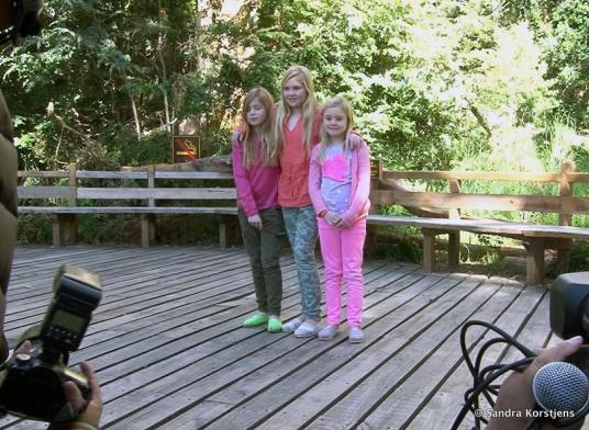 De prinsesje Amalia, Alexia en Ariane tijdens de fotosessie in Villa la Angostura